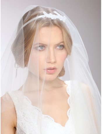 Couture Cascading 1-Sided Bridal Veil with White Lace Garland Headband